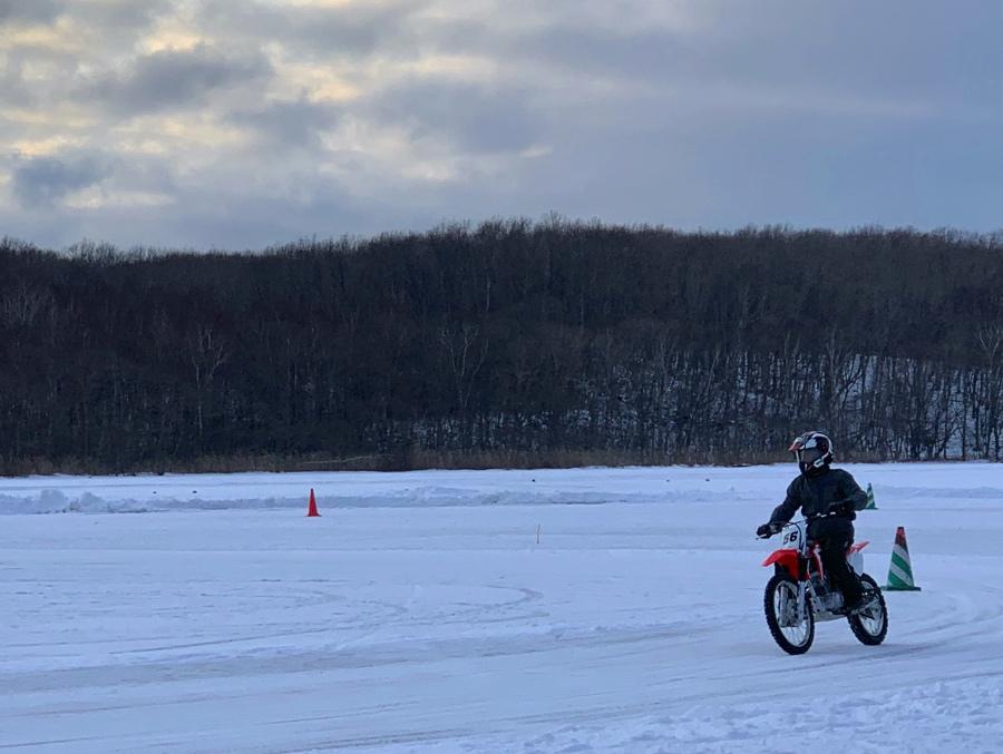 白鳥湖アイスサーキット